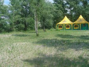палатки для отдыха на берегу реки Днепр